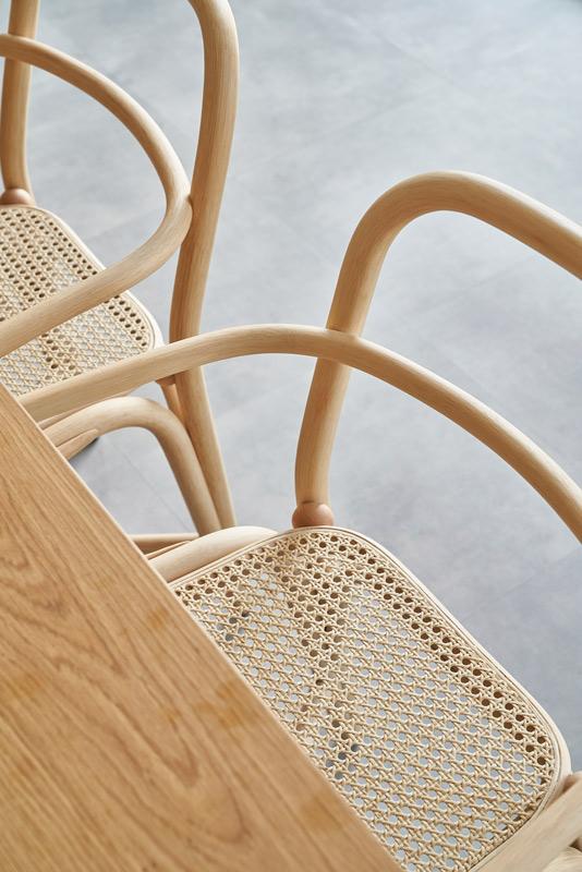 Expormim-Switzerland-Geneva-Digital-Luxury-Group-Offices-Fontal-dining-armchair-T011-R-(05)