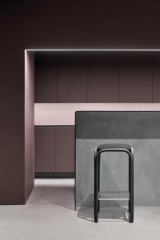 expormim-furniture-indoor-fontal-high-barstool-upholstered-02