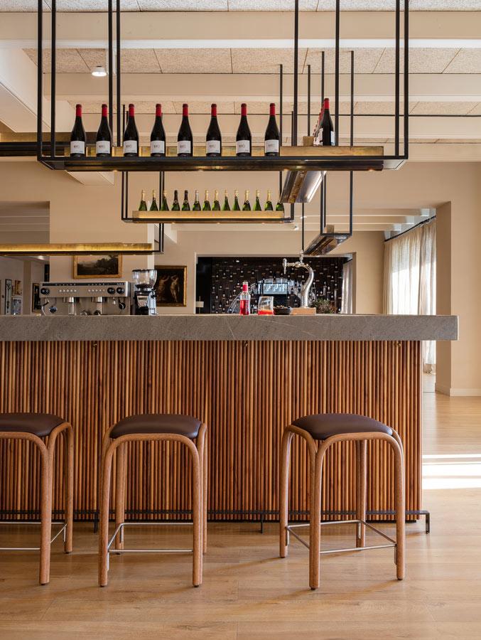 fontal-counter-stool-oscar-tusquets-blanca-expormim-handmade-furniture-indoor-04