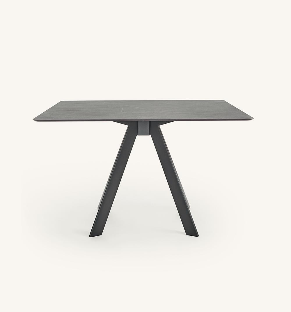 Table carrée Atrivm outdoor