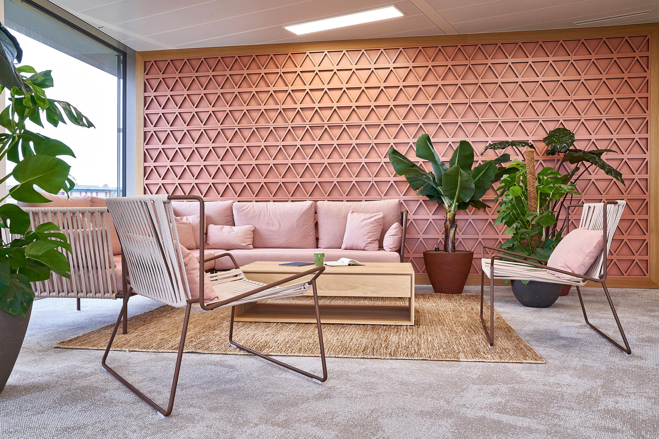 Expormim-Switzerland-Gavi-Oficinas-Outline-hand-woven-armchair-C551-T-(02)