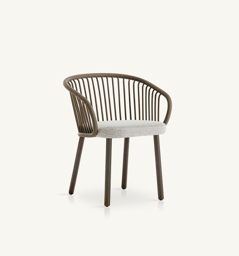 Humadining armchair with solid wood legs