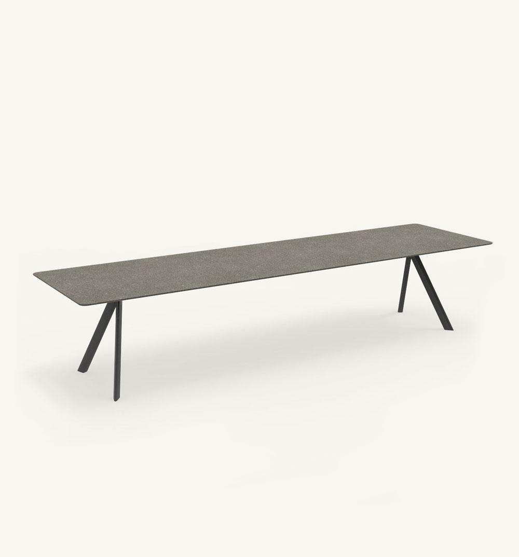 Atrivm outdoor rectangular dining table