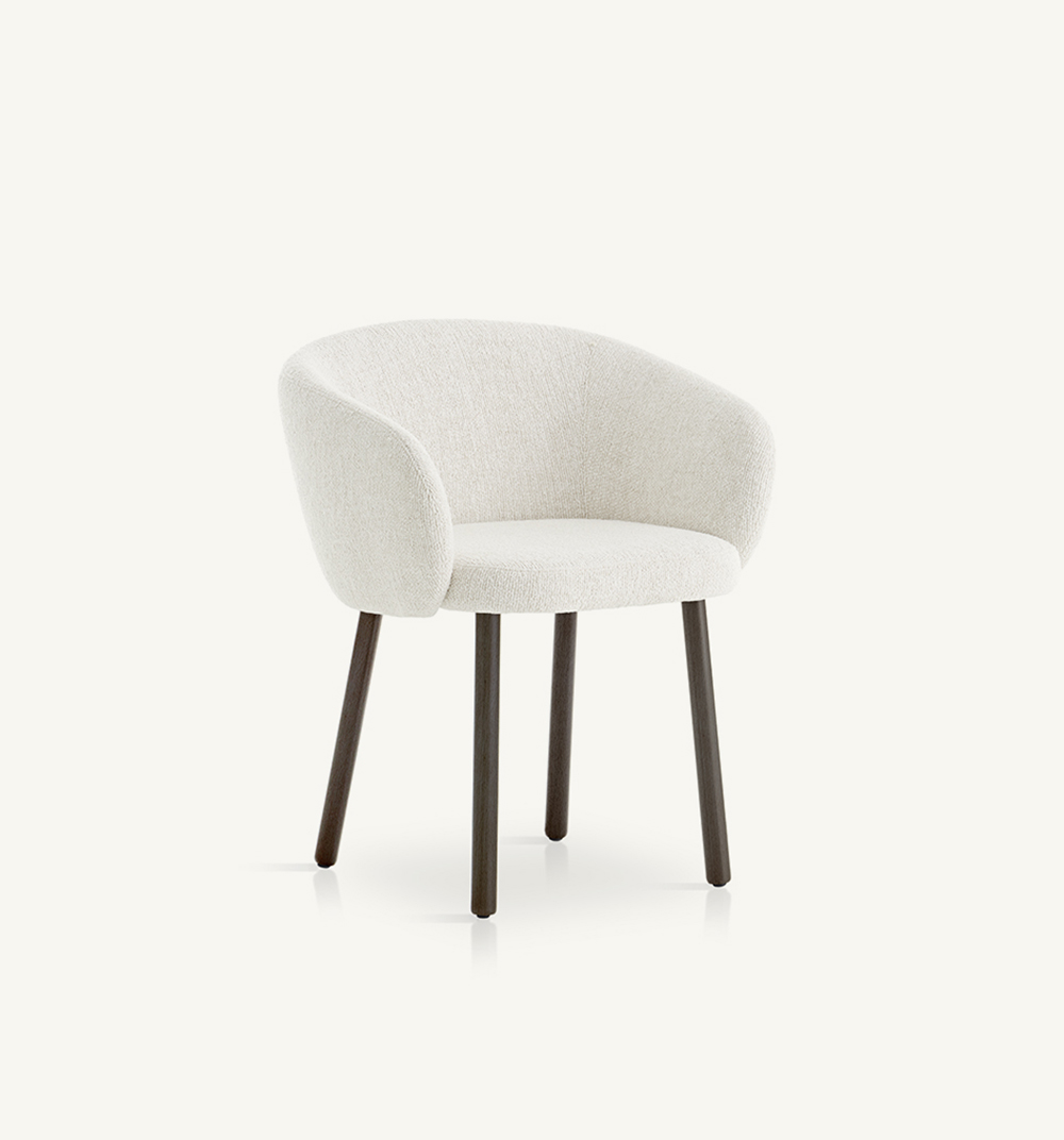 Huma upholstered armchair withsolid wood legs